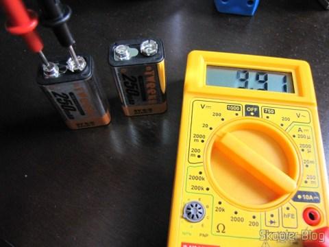 Bateria Tweens após a carga, indicando 9,91V
