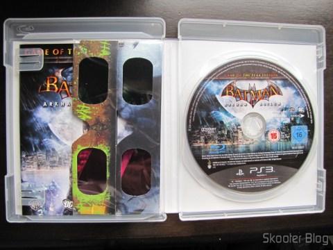 Batman: Arkham Asylum Game of The Year Edition - o manual, os dois pares de óculos 3D e o disco Blu-ray