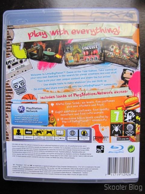 Parte traseira da capa do Little Big Planet Game of the Year Edition