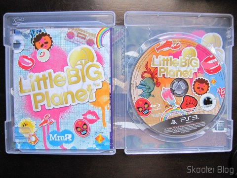 Manual e disco bluray do Little Big Planet Game of the Year Edition