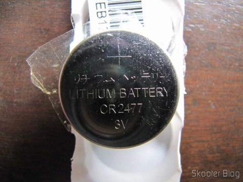 Na parte traseira da bateria podemos confirmar que se tratam de baterias CR2477