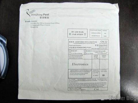 Parte traseira do pacote da FocalPrice com as baterias CR2025
