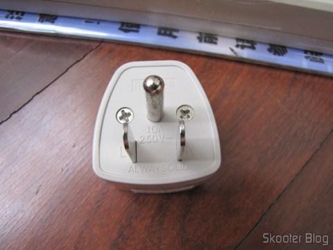 Plug Adaptador de Universal p/ padrão norte-americano