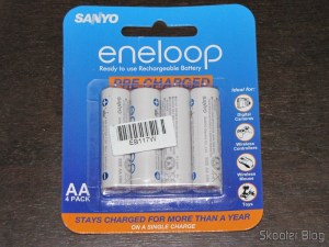 Bundled with 4 Sanyo Eneloop 2000mAh Genuine Pilhas