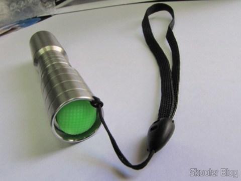 Lanterna LED Ultrafire C3 de Aço Inoxidável Cree Q5-WC, 5 modos, memória, 190 lumens, 1 pilha AA ou 14500