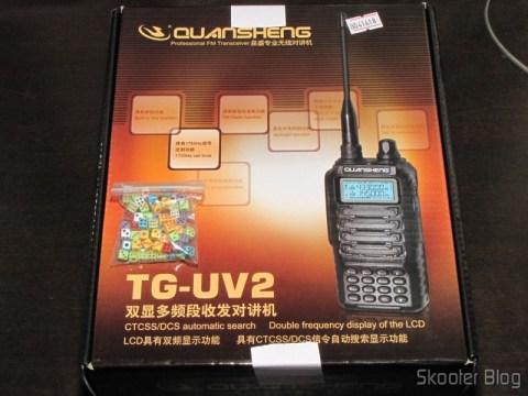 Pacote c/ 100 Mini-Dados coloridos e Rádio HT Quansheng Walkie-Talkie Multi-Banda VHF/UHF, Dual Frequency, com VOX, Lanterna e Rádio FM