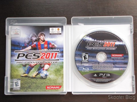 Manual e disco Blu-ray do PES 2011 - Pro Evolution Soccer