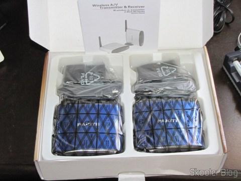 Abrindo a caixa do Transmissor/Receptor A/V Sem Fio com Extensor de Controle Remoto 5.8GHz Pakite PAT-530