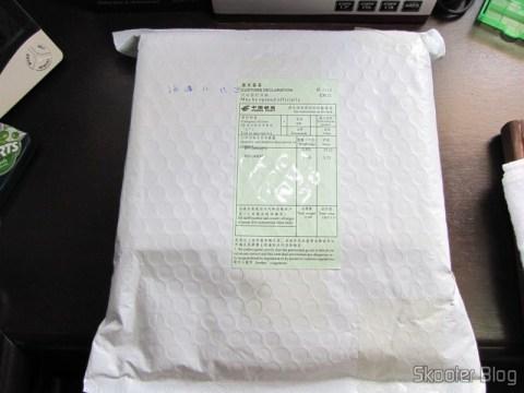 Pacote da DealExtreme com Receptor GPS Bluetooth HOLUX M-1000C com Gravador de Log de Viagem, Recarregável e Apontador Laser Vermelho 560nm com 50mW - 2 pilhas AAA