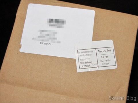 O selo do correio alemão no pacote da FragranceX.com