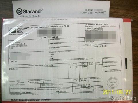 Pacote da eStarland com o Fifa Soccer 12 (PS3) e o F1 2011 (PS3) visualizado antes do envio através do Package Imaging Service