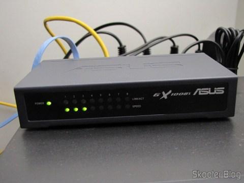 Switch Ethernet ASUS GX1008X 8 Portas 10/100Mbps em funcionamento