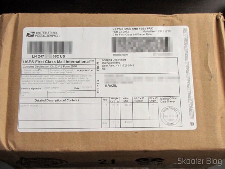 FragranceNet.com package with ARMANI by Giorgio Armani EDT SPRAY 3.4 OZ for MEN e o Maquiagens Camaleon Kit G1688