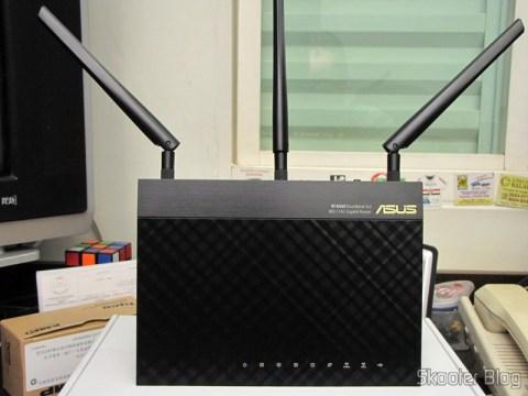 Roteador Wireless Gigabit 1300Mbps ASUS RT-AC66U (ASUS RT-AC66U 1300 Mbps Gigabit Wireless Router)