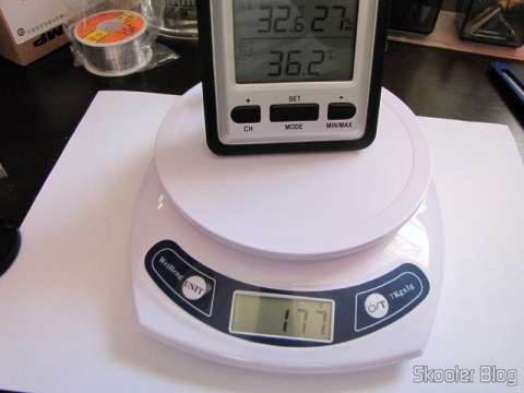 Kitchen Scales of 7lbs with accuracy of 1g (7kg x 1g Kitchen Helper Weighing Scale) in use