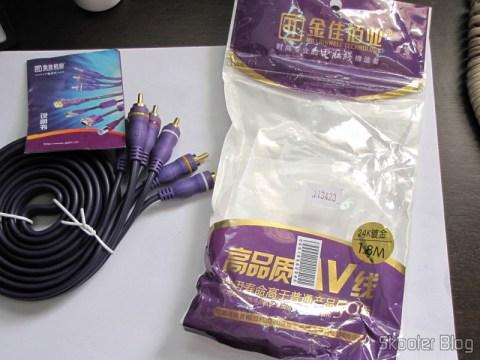 Cabo RCA Macho Triplo para RCA Macho Triplo, Púrpura com 2 metros (3 RCA Male to 3 RCA Male Audio Video Cable – Purple (2.0m)) e sua embalagem