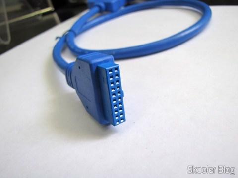 Painel Traseiro com 2 portas USB 3.0 Fêmea para Placas-Mães com conector USB 3.0 de 20 Pinos (2-Port USB 3.0 Female to Motherboard 20-Pin Extender Back Panel Bracket Cable – Blue)