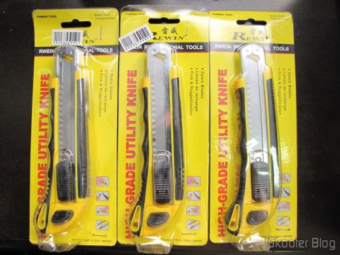 3 Long Lâmina Stilettos retrátil c / 3 Blades (Retractable Endurable Wide Blade Cutter – Yellow + Black (3 Blades Pack)), in their embalanges