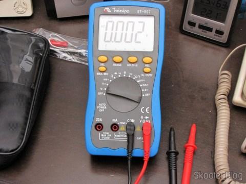 "Multímetro Digital Minipa ET-997 com LCD de 3.0"" (Tensão + Corrente + Resistência + Temperatura / 1*6F22) (ET-997 3.0"" LCD Handheld Digital Multimeter (Voltage + Current + Resistance + Temperature / 1*6F22))"