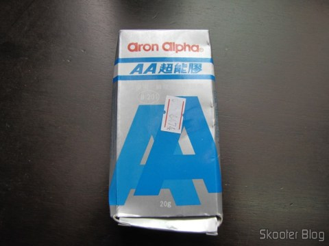 Cola Instantânea Aron Alpha (Aron Alpha Quick Set Adhesive) on its packaging