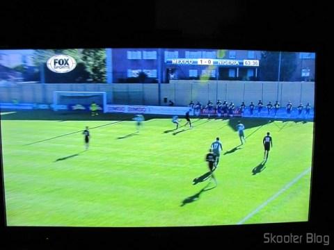 Imagem na TV com o ponto escravo, usando o Conjunto Extensor HDMI sobre cabo de rede Cat5e / Cat6 (1080P HDMI Over CAT5E / CAT6 Extender Set - Black (2-Input / 1-Output))