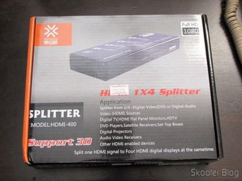 Splitter HDMI de 1 entrada para 4 saídas HUIYISHUN HDMI-400 HDMI v1.4 Full HD 1080p 3D (HUIYISHUN HDMI-400 3D 1080p Full HD HDMI V1.4 1 to 4 Splitter – Black + White (UK Plug / 100~240V)) em sua embalagem
