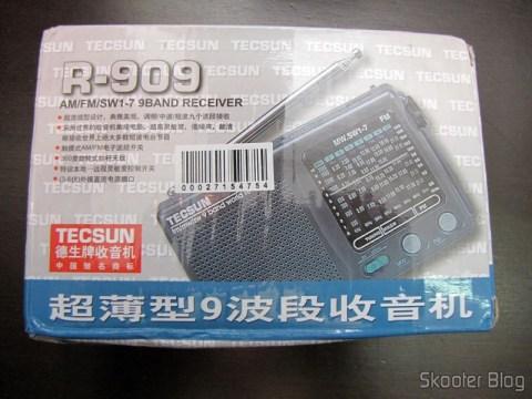 Rádio Portátil Tecsun R-909 Multibanda com 9 faixas FM / AM / SW (7 faixas de ondas curtas, 2 x AA) (TECSUN R-909 Portable FM / MW / SW Multiband AM / FM Radio Receiver – Black (2 x AA)) em sua embalagem