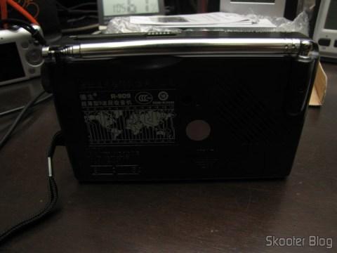 Rear of Radio Tecsun R-909 Portable Multiband with 9 FM bands / AM / SW (7 Shortwave bands, 2 x AA) (TECSUN R-909 Portable FM / MW / SW Multiband AM / FM Radio Receiver – Black (2 x AA))