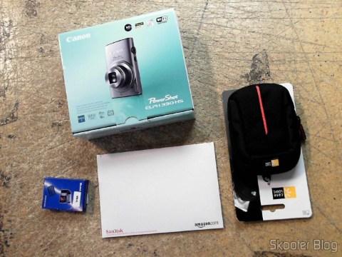 Câmera Digital Canon PowerShot ELPH 330 HS 12.1 MP Wi-Fi CMOS Zoom Óptico 10X Lentes 24mm Video Full HD 1080p com cartão de memória 32GB, bolsa e bateria extra, em foto tirada pela Shipito