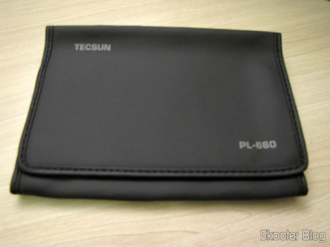Synthetic leather cover that comes with the World Multi-Band Radio Tecsun PL-660 FM, AM (Medium Wave), Shortwave, Long Waves and Escuta Aeronautics (TECSUN PL-660 (Black) AIR/FM/SW/MW/LW World Band Radio)