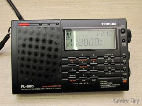 Radio Multi-Banda Mundial Tecsun PL-660 FM, AM (Ondas Médias), Ondas Curtas, Ondas Longas e Escuta Aeronáutica (TECSUN PL-660 (Black) AIR/FM/SW/MW/LW World Band Radio) sintonizando escuta aeronáutica