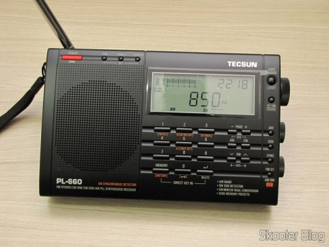 Radio Multi-Banda Mundial Tecsun PL-660 FM, AM (Medium Wave), Shortwave, Long Waves and Escuta Aeronautics (TECSUN PL-660 (Black) AIR/FM/SW/MW/LW World Band Radio) sintonizando Ondas Media (AM)AM