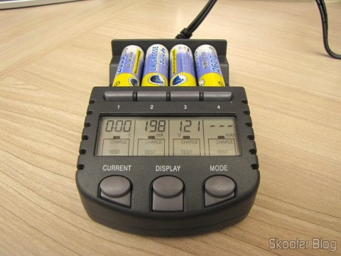 Battery Charger La Crosse Technoly BC1000 Alpha Power (La Crosse Technology Alpha Power Battery Charger, BC1000) operation, display showing different information for each cell