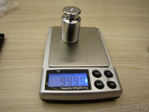 Testando a balança de precisão com 1 Peso de 100 gramas para Calibragem de Balança de Precisão Digital (Digital Scale Calibration Weight (100 grams))