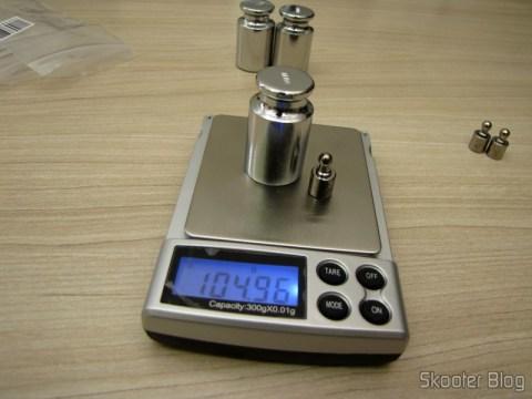 Testando a balança de precisão com 1 Peso de 5 gramas para Calibragem de Balança de Precisão Digital (Professional Precision Digital Scale 5g Calibration Weight (5-gram)) e 1 Peso de 100 gramas para Calibragem de Balança de Precisão Digital (Digital Scale Calibration Weight (100 grams))