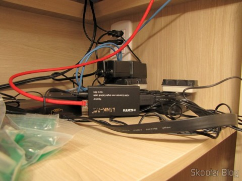 Conversor de HDMI para Vídeo Composto (CVBS) + Áudio Estéreo (HDMI to CVBS Video Converter) em funcionamento