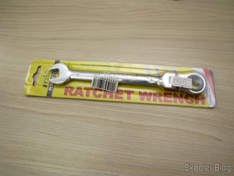 Combined key (Chave de Boca) with Ratchet Hinged Steel Chrome-Vanadium 12mm REWIN (REWIN RJ-313 Chrome-Vanadium Steel 2-in-1 12mm Open End + Double Box End Combination Wrench), on its packaging