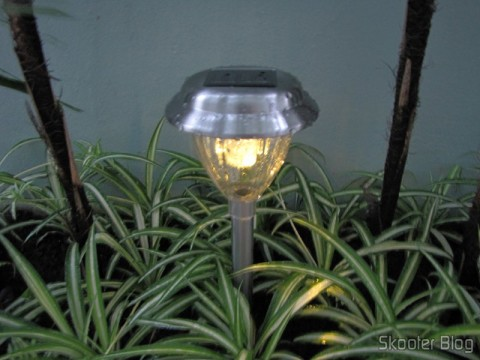 Garden Lamp Stainless Steel with White LED Light with Auto-Rechargeable Solar Energy (1*AA) (Stainless Steel Solar Powered Self-Recharged LED White Light Lawn Lamp (1*AA)) up and running at night. Yellow light in this new shipment.