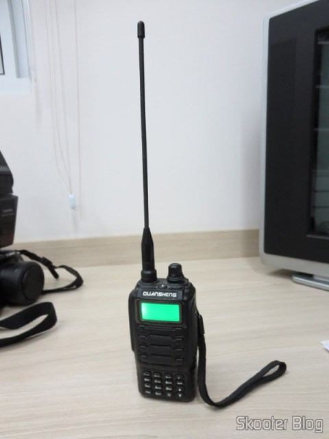 Rádio HT Quansheng Walkie-Talkie Multi-Banda VHF/UHF, Dual Frequency, VOX com, Lanterna and FM radio - You also have seen here in Skooter Blog