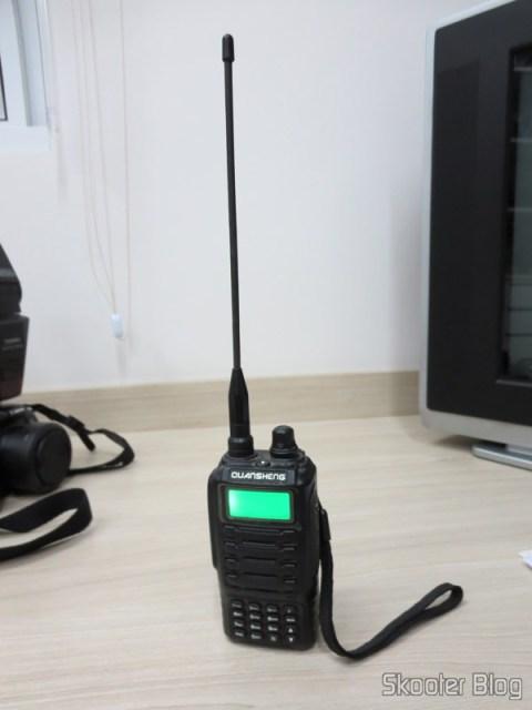Rádio HT Quansheng Walkie-Talkie Multi-Banda VHF/UHF, Dual Frequency, com VOX, Lanterna e Rádio FM - Você também já viu aqui no Skooter Blog
