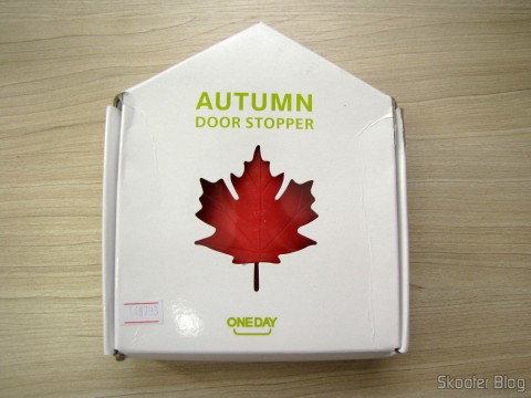 To-Door Style Red Maple Leaf (Maple Leaf Style Door Stopper Guard - Red), on its packaging