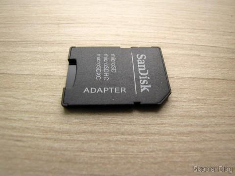 Adaptador de microSD para SD que acompanha o Cartão de Memória Sandisk Genuíno Micro SDXC / TF c/ Adaptador SD 64GB Classe 10 (Genuine SanDisk Micro SDXC / TF Memory Card w/ SD Card Adapter – Grey + Red (64GB / Class 10))