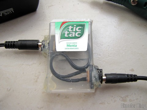 Made adapter with two jacks P4, adapted into a box of Tic Tac