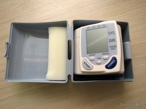 Blood Pressure Monitor Pulse Full Auto (Fully Automatic Wrist Blood Pressure Pulse Monitor), in its case