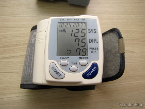Blood Pressure Monitor Pulse Full Auto (Fully Automatic Wrist Blood Pressure Pulse Monitor)