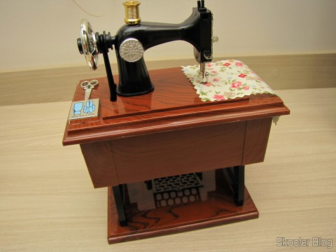 Mini Style Mechanical Music Box Old Sewing Machine (Vintage Mini Sewing Machine Style Mechanical Music Box)