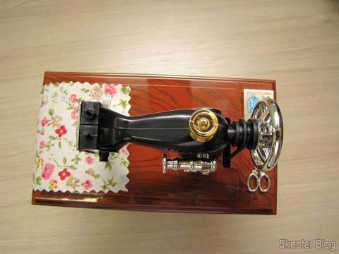 Mini Style Mechanical Music Box Old Sewing Machine (Vintage Mini Sewing Machine Style Mechanical Music Box)