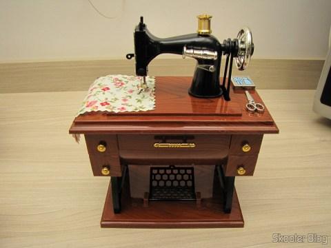 Mini Caixa Musical Mecânica Estilo Máquina de Costura Antiga (Vintage Mini Sewing Machine Style Mechanical Music Box)