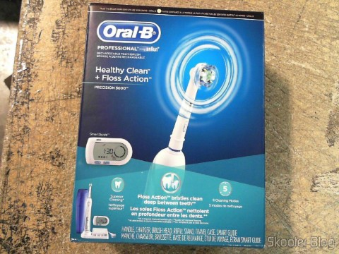 Escova de Dentes Elétrica Recarregável Oral-B Professional Healthy Clean + Floss Action Precision 5000 (Oral-B Professional Healthy Clean Floss Action Precision 5000 Rechargeable Electric Toothbrush(packaging may vary)), em foto tirada pela Shipito