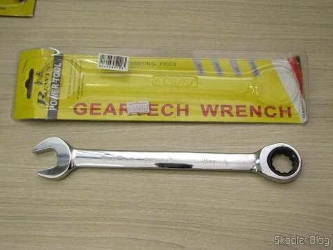 Chave Combinada (Chave de Boca) com Catraca Aço Cromo-Vanádio 19mm REWIN (Chrome Vanadium Steel Ratchet Combination Spanner Wrench (19mm)) e sua embalagem